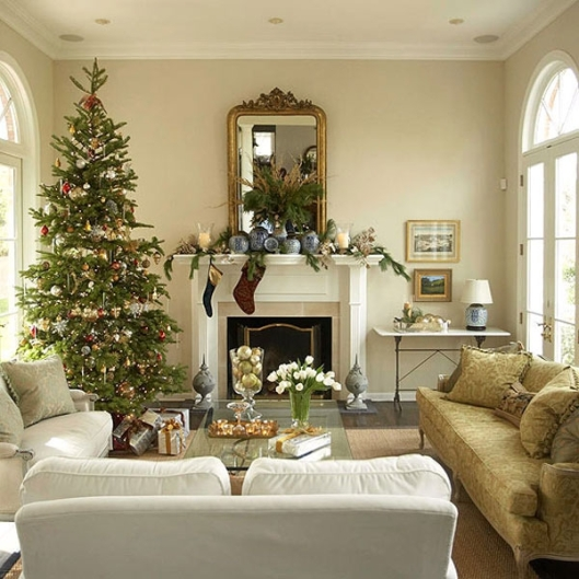 white-glamour-christmas-decoration